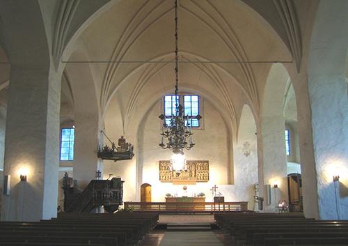 Naantalin kirkko sisältä